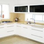 מטבחים - פורמייקה בעיצוב שחור לבן